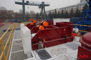 Two linear motion shale shaker